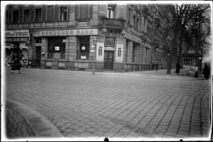 Filiale der Dresdner Bank am Pohlandplatz (heute Striesener Straße 49).